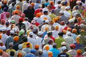 Gorup of Sikh people in procession - MeusPhoto