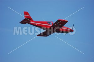 Single engine red plane - MeusPhoto