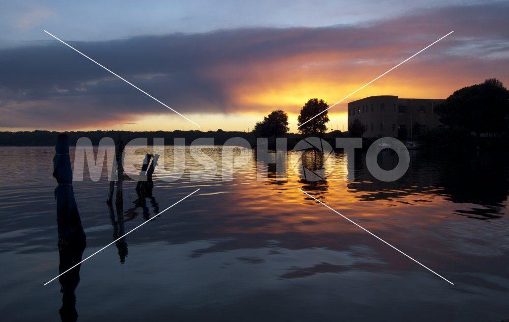 Sunset on Sabaudia lake from the dock - MeusPhoto