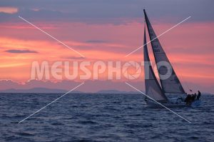 Sailing boat at sunset - MeusPhoto
