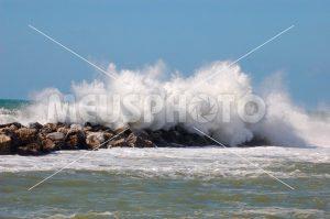 Wave on the rocks - MeusPhoto