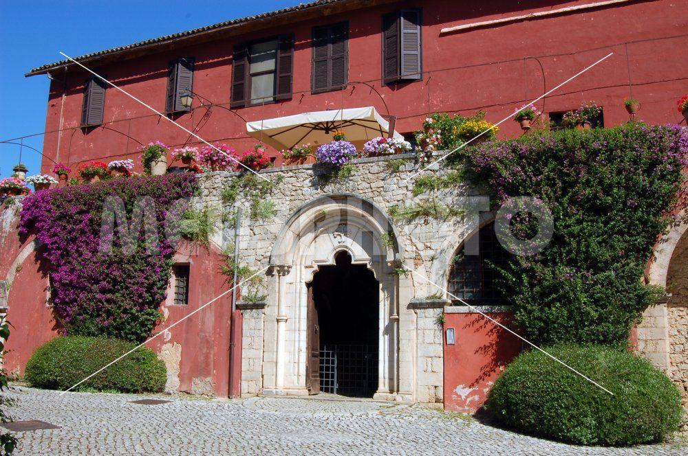 Borgo Fossanova house with coat of arms - MeusPhoto