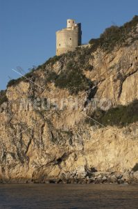 Fico tower on rocky wall - MeusPhoto